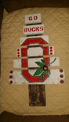 Ohio State Buckeye Pallet Tree    OSU Buckeyes.  DIY crafts.