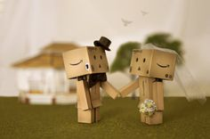 i love these little robot people! :] i love these little robot people! :] More from my site Box Robot Hide and Seek 🙂 amozoan box robot Danbo, Miss Piggy, Love Box, My Love, Box Robot, Origami, Amazon Box, Cute Love Pictures, Little Boxes