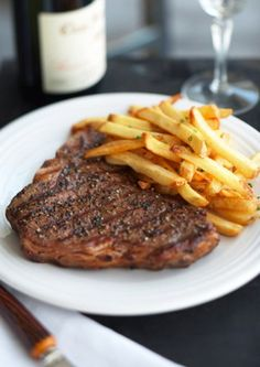 For those who are meat lovers, be sure to enjoy the famous BELGIAN dish, steak frites Steak And Frites Recipe, Steak Frites, Steak Recipes, Famous French Dishes, Carne, Good Food, Yummy Food, French Food, Eating Plans
