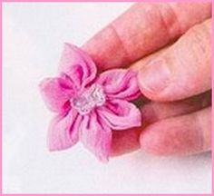 Flor de fuxico pétalas finas
