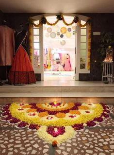 Explore latest easy rangoli design image ideas collection for Diwali. Here are amazing simple rangoli designs to decorate your home this festive season. Rangoli Designs Flower, Colorful Rangoli Designs, Rangoli Designs Images, Rangoli Ideas, Rangoli Designs Diwali, Flower Rangoli, Diwali Decorations At Home, Ganpati Decoration At Home, Indian Wedding Decorations