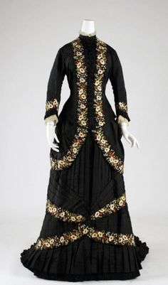 Dinner dress, Mon. Vignon, French, 1878-79, silk and cotton, Metropolitan Museum of Art