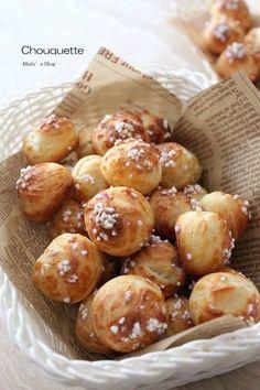 シュケットとはシュークリームの生地をサクサクに焼いたフランス生まれの焼き菓子のことです。  軽い食感と一口でパクッと食べらる小さい菓子な...
