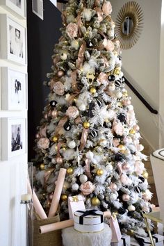 43 Christmas Tree Ideas – Captain Decor The Christmas season is here! And that means decorating your tree! My family always picks a day and decorates the tree together. I hope you are inspired by these beautiful Christmas tree ideas! Black Christmas Tree Decorations, Elegant Christmas Trees, Gold Christmas Tree, Simple Christmas, Christmas Home, Christmas Wreaths, Rustic Christmas, Xmas Tree, Christmas Crafts