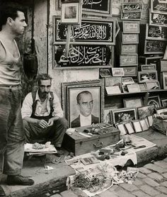 street vendor in Istanbul Antique Photos, Old Photos, Vintage Photos, Bulgaria, Turkey Culture, Republic Of Turkey, Black And White Posters, Banner Images, Historical Pictures