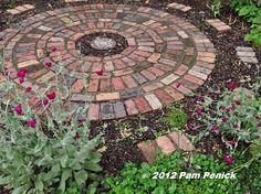 great brick patio, nice alternating pattern and transition around the edges tiny gardens, courtyard garden, circl patio, circular tini, circular brick patio, tini patio, circular patio, patios, artistic garden