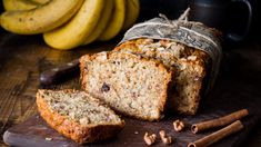 Banana bread is the healthy alternative to cakes: Here is the .- Bananenbrot ist die gesunde Alternative zu Kuchen: Hier das beste Rezept We have the best recipe for healthy banana bread without sugar. The best? It& super easy, tasty and healthy! Banana Bread Without Sugar, Healthy Banana Bread, Baked Banana, Banana Bread Recipes, Healthy Alternatives, Good Food, Food And Drink, Tasty, Cakes