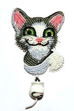 seed beads and crystals by Lyubov Tyurina. MonaRAEbeads.etsy.com. #beadwork #beadembroidery cat brooch