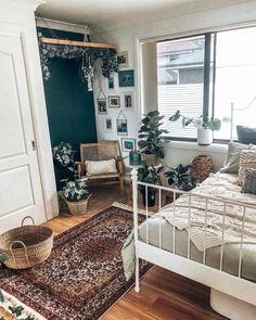 This is great for a laid-back but still stylish teen bedroom! This is great for a laid-back but still stylish teen bedroom! The post This is great for a laid-back but still stylish teen bedroom! appeared first on Wohnaccessoires. Boho Bedroom Decor, Home Bedroom, Teen Bedroom, Master Bedroom, Bedroom Apartment, Modern Bedroom, Nature Bedroom, Earthy Bedroom, Bohemian Bedroom Design