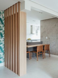 Image 29 of 37 from gallery of Apartament FW / Cadi Arquitetura. Photograph by Cristiano Bauce Living Room Partition Design, Room Partition Designs, Living Room Seating, Living Room Decor, Wooden Partitions, Glass Room Divider, Wooden Room Dividers, Interior Architecture, Interior Design