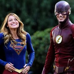 The Flash + Supergirl - Crossover on set -