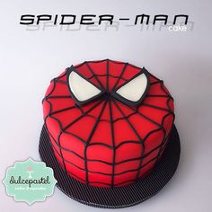 Spiderman Cake Ideas for Little Super Heroes - Novelty Birthday Cakes Spiderman Cupcakes, Spiderman Torte, Spiderman Cake Topper, Spiderman Birthday Cake, Batman Cakes, Superhero Cake, Superhero Birthday Party, 4th Birthday, Novelty Birthday Cakes