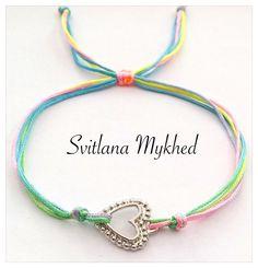 """Bracelet porte bonheure """"Coeur"""" (cordon satin) . Bracelet de l'amitié, de l'amour à offrir ou s'offrir... : Bracelet par perles-et-couronnes"""