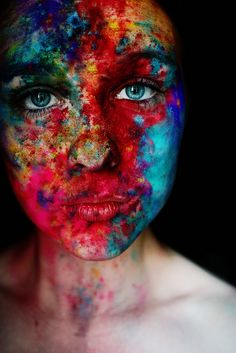 Painted face//colorful//beautiful eyes//art//body painting// I love this picture Powder Paint, Color Powder, Foto Portrait, Portrait Photography, Gif Kunst, Fotografie Portraits, Maquillage Halloween, Face Art, Belle Photo