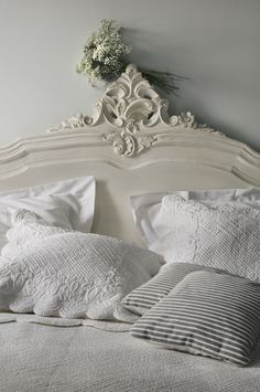 yummy linens on a gorgeous bed