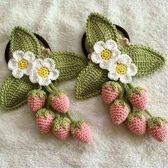 Watch The Video Splendid Crochet a Puff Flower Ideas. Phenomenal Crochet a Puff Flower Ideas. Fruits En Crochet, Crochet Leaves, Crochet Food, Crochet Motifs, Crochet Flower Patterns, Crochet Crafts, Crochet Flowers, Crochet Stitches, Crochet Projects