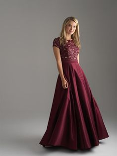 Searching for a modest prom dress can be discouraging, but there are actually numerous options—if you know where to look. Check out some of our favorite beautifully modest prom dresses for Modest Formal Dresses, Prom Dresses 2018, Prom Dresses With Sleeves, Grad Dresses, Dance Dresses, Evening Dresses, Formal Gowns, Dresses Dresses, Formal Wear