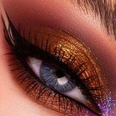 PAT McGRATH LABS | Shimmering Sunset Eye Makeup ⚡⚡ The *NEW* #MothershipIX #HuetopianDream Eyeshadow Palette can transform eyes into a metallic masterpiece. Featuring 'BRONZE SOLARIS 005'– a Golden Bronze Metallic, 'BRONZE DESIRE'– a Warm Golden Bronze Metallic, 'SKINSHOW NUDE XTASY'– a Metallic Shimmering Champagne with Golden Sheen, 'XTREME PLUM NOIR'– Deepened Rich Crimson Matte & 'ASTRAL AMETHYST MOON'– a Sparkle with Blue-Lilac with Pink Shift. ⚡⚡SHOP now PATMcGRATH.COM. Beauty Makeup, Eye Makeup, Hair Makeup, Hair Beauty, Eye Palette, Eyeshadow Palette, Gold Eyeshadow Looks, Pat Mcgrath Makeup, Flawless Face