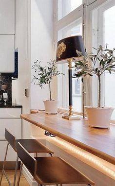 столик подоконник на кухне