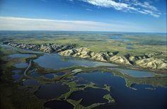 Park Canada bietet Campingtouren in die NWT an. Das Mackenzie-Delta in der Nähe von Inuvik aus der Luft betrachtet. (Credit: NWT Tourism & Terry Parker)