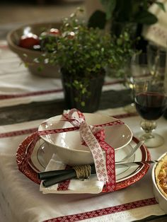 super ideas for breakfast table christmas place settings - Table Settings Christmas Place, Christmas Dishes, Christmas Morning, All Things Christmas, Christmas Holidays, White Christmas, Outdoor Table Settings, Christmas Table Settings, Christmas Tablescapes