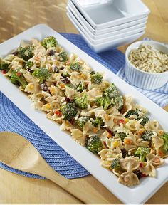 Wonderful summer salad to enjoy fresh broccoli and peppers.
