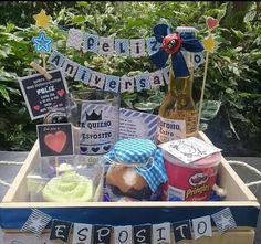 Cumpleaños Picnic Birthday, Birthday Box, Birthday Gifts, Breakfast Basket, Ideas Aniversario, Wooden Gift Boxes, Ideas Para Fiestas, Party In A Box, Diy Party Decorations