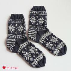 Instructions: knit Norwegian socks with star pattern - Stricken Socken - Knitting Ideas Knitting Socks, Baby Knitting, Crochet Scarves, Knit Crochet, Knitting Designs, Knitting Patterns, Easy Model, Funny Socks, Designer Socks