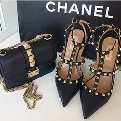 Expensive Chanel x Valentino Shoe Boots, Shoes Heels, Shoe Bag, Cute Shoes, Me Too Shoes, Fashion Bags, Fashion Shoes, Gq Fashion, Fashion Outfits