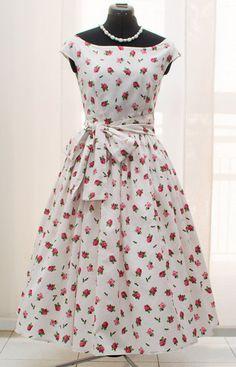 14d72e9e3c6 Items similar to Floral tea length bridesmaid dress