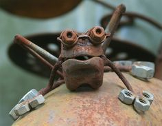 Frog garden art made from old tools and hardware. Photo by Tanya Puntti.