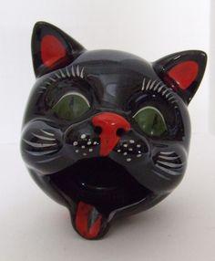 Cat Ashtray--vintage 1950s.  DoggieWantsToShop.com