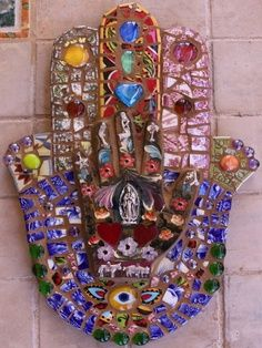 My hamsa hand is complete and i love to look at it. I am making such beautiful mosaics lately.