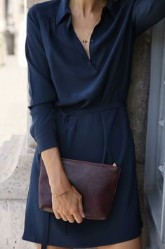 Decoding work wear codes: how to dress business casual Trendy Dresses, 15 Dresses, Blue Dresses, Style Noir, Mode Style, Style Men, Lady Like, Navy Shirt Dress, Work Fashion