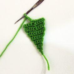 Little sunny. Diy Crochet, Crochet Crafts, Crochet Toys, Crochet Projects, Knitted Flower Pattern, Knitted Flowers, Flower Patterns, Amigurumi Patterns, Knitting Patterns Free