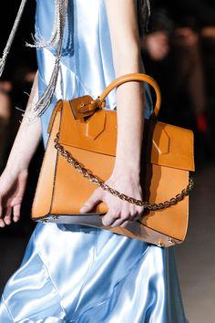 142 meilleures images du tableau Vuitton   Louis vuitton sale, Louis ... 2970342e6dd