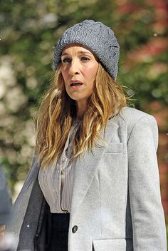 Carrie Bradshaw Outfits, Dean Charles Chapman, George Mackay, Sarah Jessica Parker, Universal Pictures, Photo L, Autumn Fashion, Winter Hats, Grey