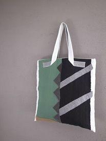 布と刺し子のコラージュbag Puzzle Bag, Structured Bag, Jute Bags, Beautiful Handbags, Patchwork Bags, Linen Bag, Simple Bags, Cloth Bags, Fabric Art