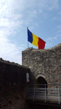 Steagul Romaniei arborat la Cetata Poenari Flag, Country, Rural Area, Country Music, Rustic, Flags