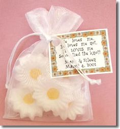 Love this idea for the summer wedding! Daisy Wedding Favors (Burlap bag also available)(Sold separately)
