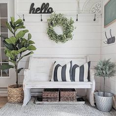 The current farm house design isn't only for rooms. The farmhouse design completely displays the whole style of the home and the family tradition also. It totally reflects the entire style… Shabby Chic Flur, Shabby Chic Entryway, Casas Shabby Chic, Shabby Chic Decor, Entryway Decor, Entryway Bench, Bench Decor, Farmhouse Chic, Farmhouse Design
