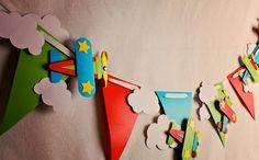 Varal de festinha infantil para meninos com Aviões de papel - Dicas pra Mamãe