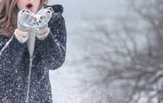 Need some fun ideas for winter-themed activities? Look no further! Here's a … Need some fun ideas for winter-themed activities? Look no further! Here's a fun bucket list full of winter-oriented activities. Geographical Norway, Outfits Tipps, The North Face, Clothing Staples, Clothing Items, Look Thinner, Winter Pictures, Christmas Pictures, Black Zip Ups