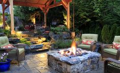 35 Dynamic Backyard Landscapes Design Ideas (With Pictures)