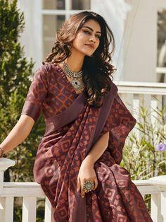 Cotton Saree Designs, Silk Saree Blouse Designs, Fancy Blouse Designs, Trendy Sarees, Stylish Sarees, Fancy Sarees, Casual Saree, Formal Saree, Dress Indian Style