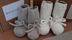 Baby Booties Knitting Pattern, Knitting Socks, Knitting Patterns, Knitting Needles, Human Knee, Diy Bebe, Knit Shoes, Slipper Socks, Knitting For Kids