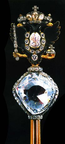 Au Palais des armures du Kremlin est conservé le sceptre impérial de Catherine II, orné d'un diamant de teinte verdâtre taillé d'environ 180 facettes (189,6 carats). C'est un diamant historique découvert en Inde fin XVIIe qui, à l'origine, mesurait près de 400 carats. Fin XVIIIe, cette pierre fut achetée pour 400 000 florins néerlandais par Ivan Lazarev, un joailler et banquier russe qui faisait son service militaire en Inde, puis rachetée par le compte Orlov.