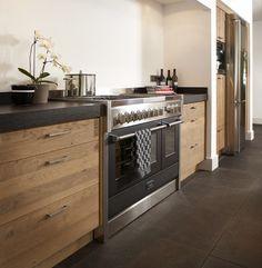 Robuuste houten keuken | keukenstudio maassluis #keuken #houtenkeuken #droomkeuken