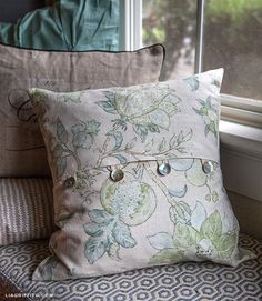 EASY DIY ENVELOPE PILLOW COVERS - maybe one day I will invest in a sewing machine and learn how to do this. :) #PillowCovers #diypillowcoversenvelope
