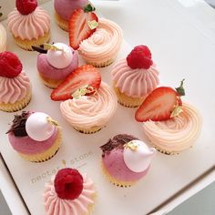 nectar and stone cupcakes Baking Cupcakes, Cupcake Recipes, Mini Cupcakes, Cupcake Cakes, Mini Desserts, Delicious Desserts, Nectar And Stone, Mousse Fruit, Eat Pretty